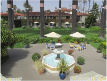 Santa Barbara Beachfront Hotel: The Oceana, outdoor lounge area