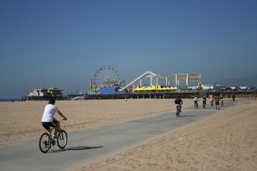 Cyclists by the beach and near Santa Monica Pier in California, from https://www.pacific-coast-highway-travel.com/Santa-Monica-California.html